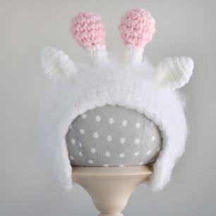 Вязаная шапочка для куклы Жирафик белый