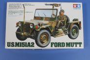 Амер. джип M151A2 Ford Mutt (варианты сборки-армейский и морской) с пулеметом М60 и водителем.