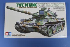 Японский танк TYPE 74 (зимняя версия) c 105-мм пушкой, деталлиров. внутрен. интерьером и 2 фигурами танкистов.