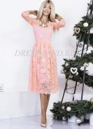 Персиковое кружевное платье