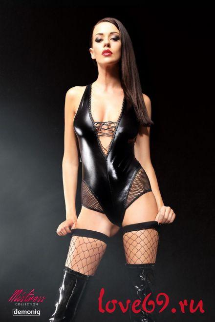 Эффектное боди Claudia Premium со шнуровкой на груди, сетчатыми вставками и чулками в комплекте