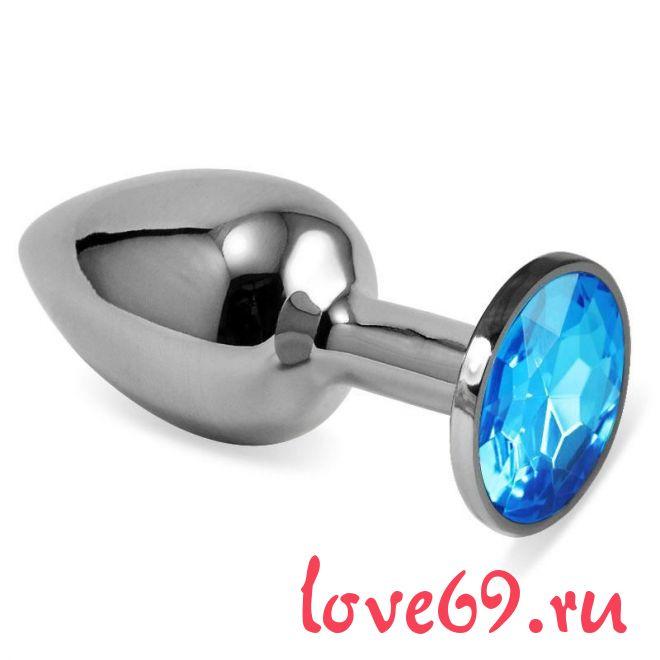 Серебристая анальная пробка с голубым кристаллом размера M - 8 см.