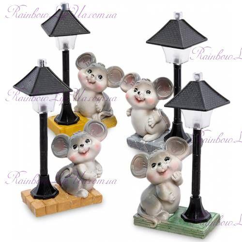 Фигурка мышка под фонарем