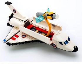 Конструктор Шатл со спутником и пилотом Lego реплика 297 деталь