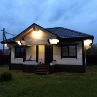 Дом из имитации пропитан масло-воском Сигма-Декор белого цвета.