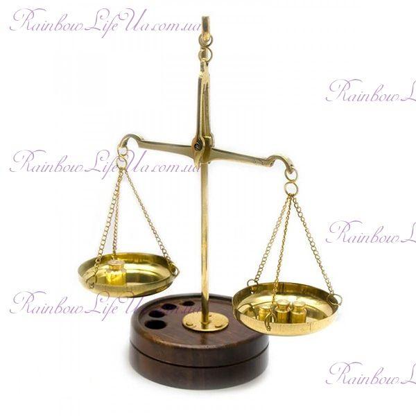 Весы бронзовые на подставке деревянной