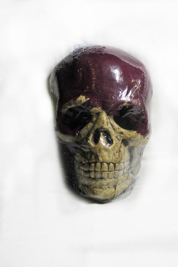 Маска черепа с мантией фиолетовая