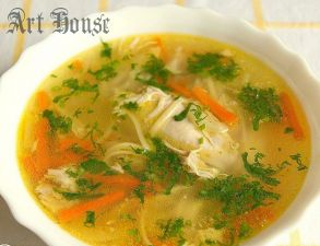 Суп с яичной лапшой и курицей