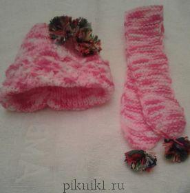 Шапка и шарф с бубонами