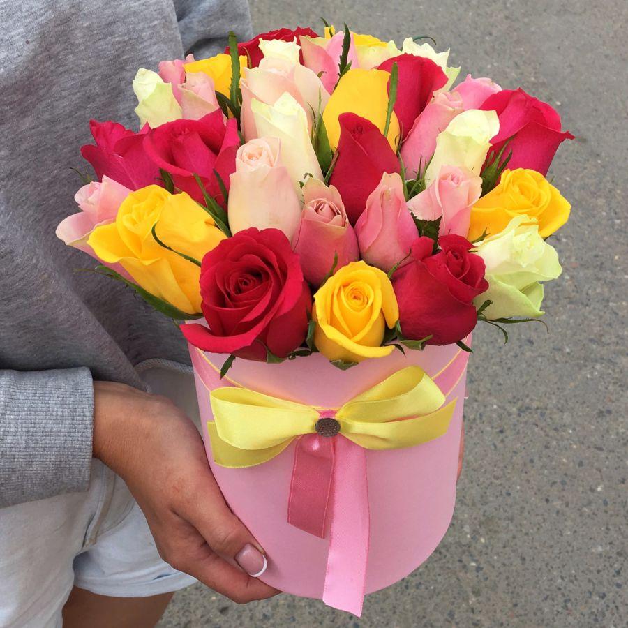 Акция! 35 кенийских роз микс в шляпной коробке