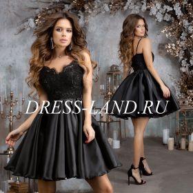 Черное коктейльное платье с пышной юбкой