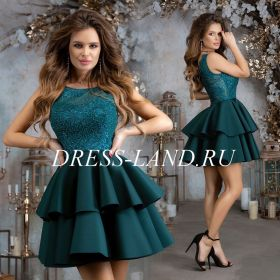 Зеленое платье с пышной юбкой