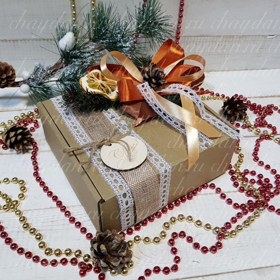 """Коробка с чаем и сладостями """"Нежная новогодняя"""""""
