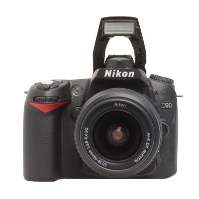 Nikon D90 Kit 18-55mm f/3.5-5.6G