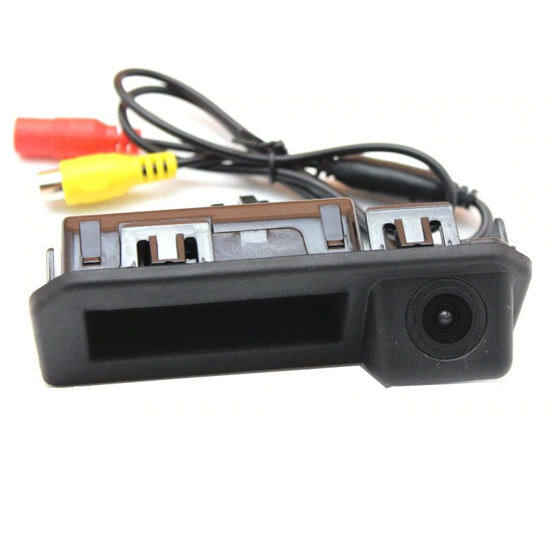 Камера заднего вида Шкода Рапид в ручку багажника (2016+)