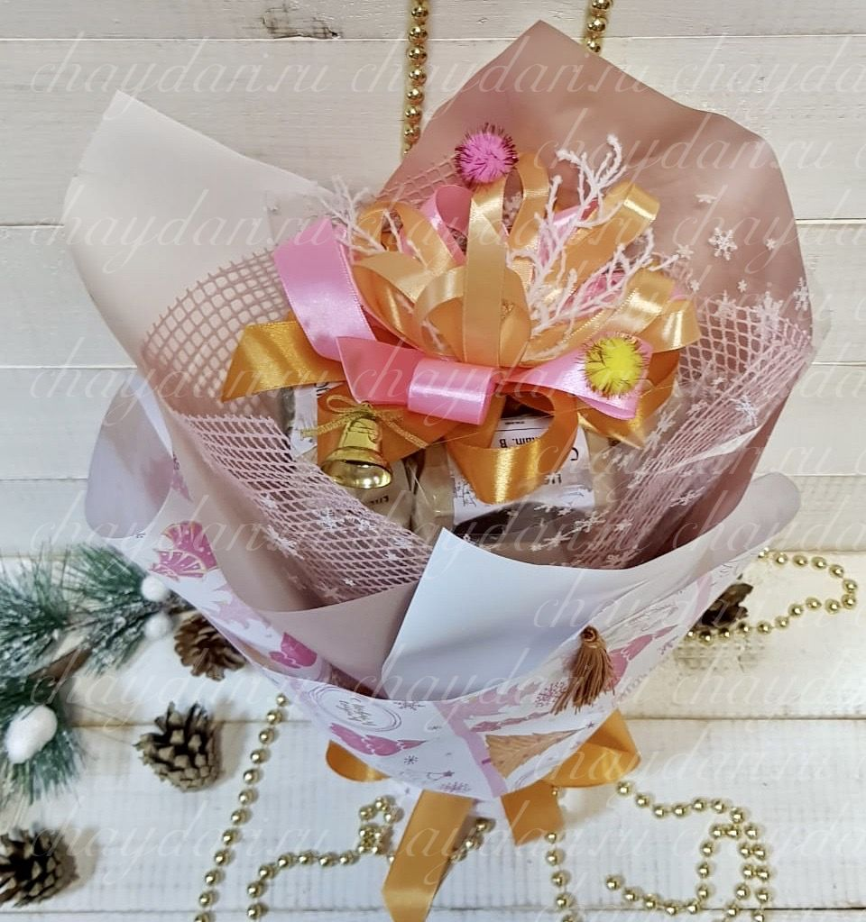 """Букет из чая и сладостей """"Новогодняя елочка"""""""