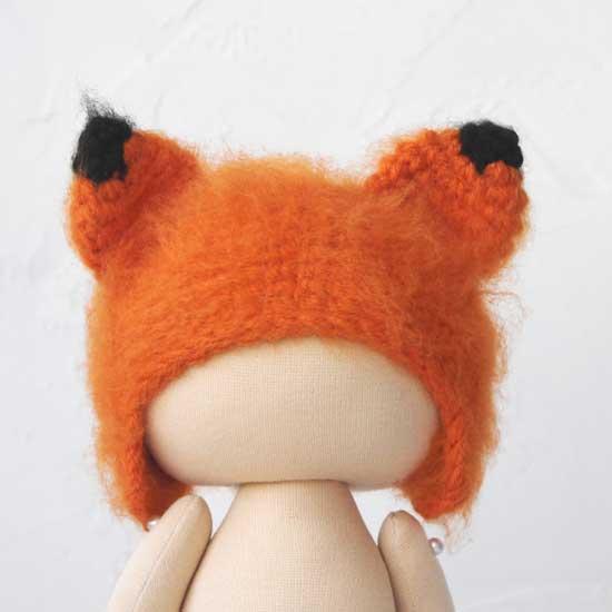 Вязаная шапочка для куклы Лисичка