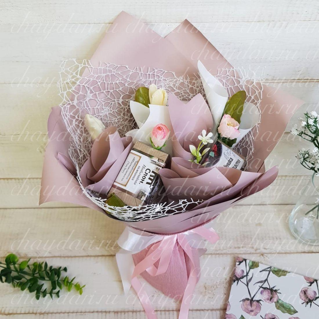 """Букет из чая и сладостей """"Розовые тюльпаны на 8 марта"""""""