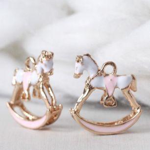 Кукольный аксессуар Подвеска лошадка нежно-розовый