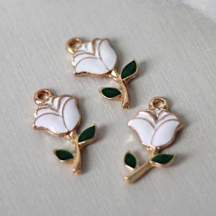 Кукольный аксессуар Подвеска цветок плоский белый