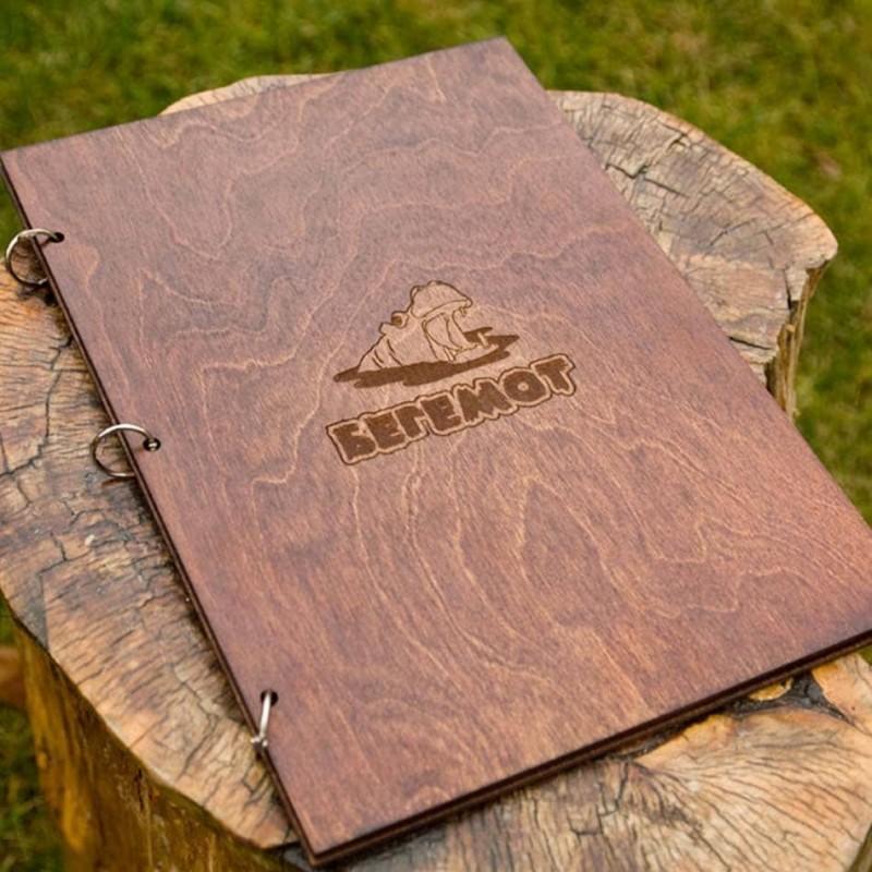 Деревянное меню с кольцами
