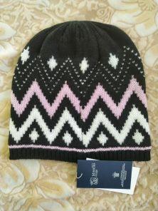 Кашемировая мягкая вязаная шапка со знаменитым шотландским орнаментом Фейр Айл ZIG ZAG FAIRISLE HAT  Black/Lolita/White