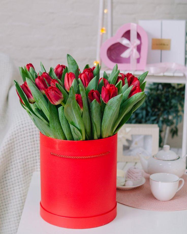 Коробка с цветами из 45 тюльпанов