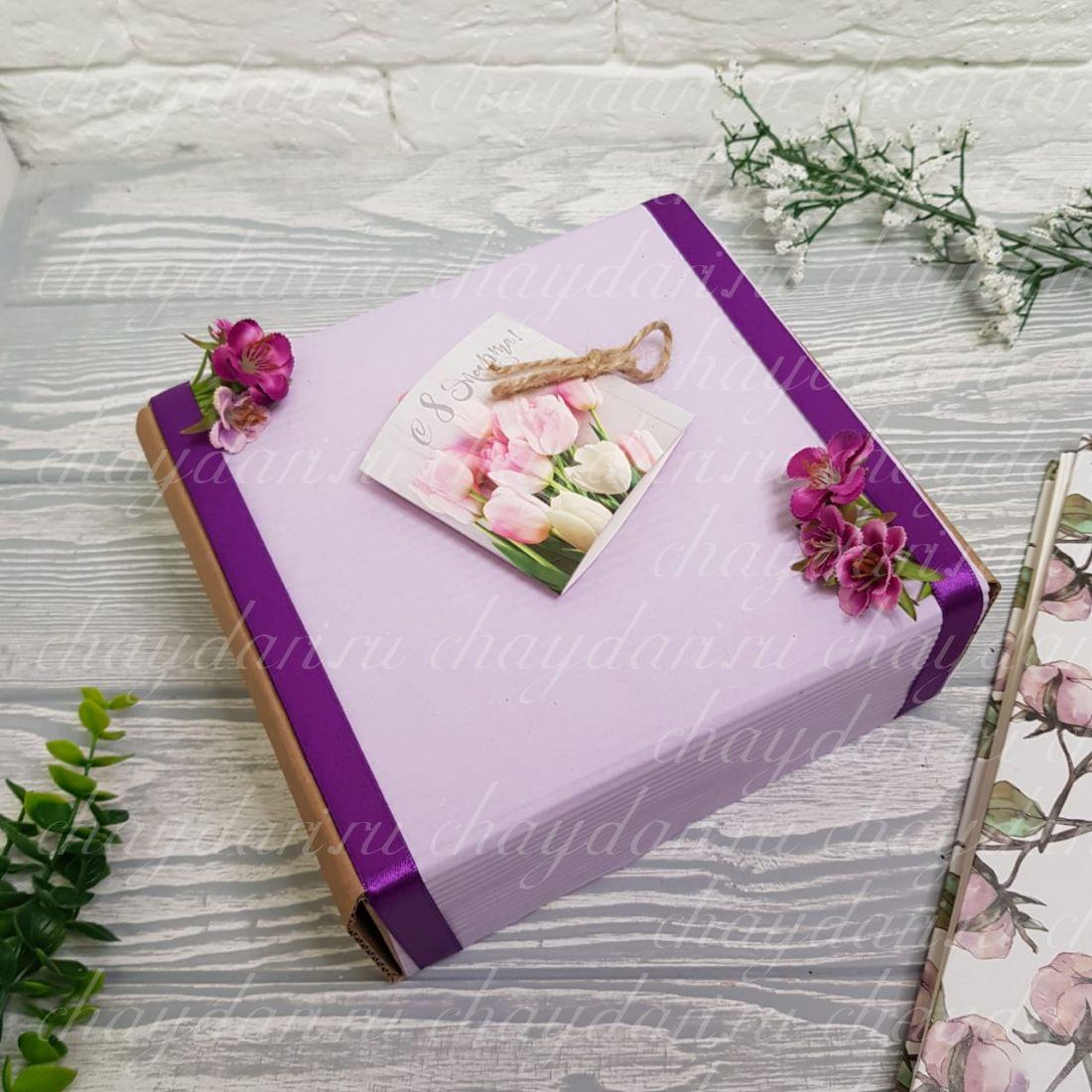 """Коробка с чаем и сладостями """"Тюльпаны для дам"""""""