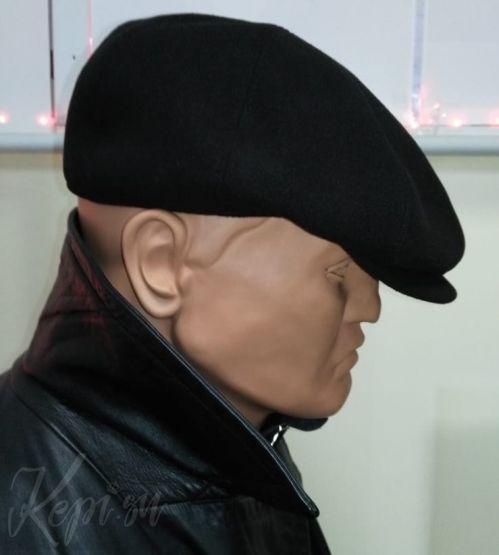 Черная-кепка-мужской-головной-убор