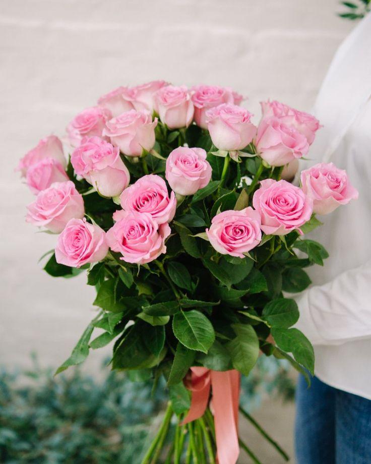 """Букет цветов из 25 роз """"Свит Юник"""""""