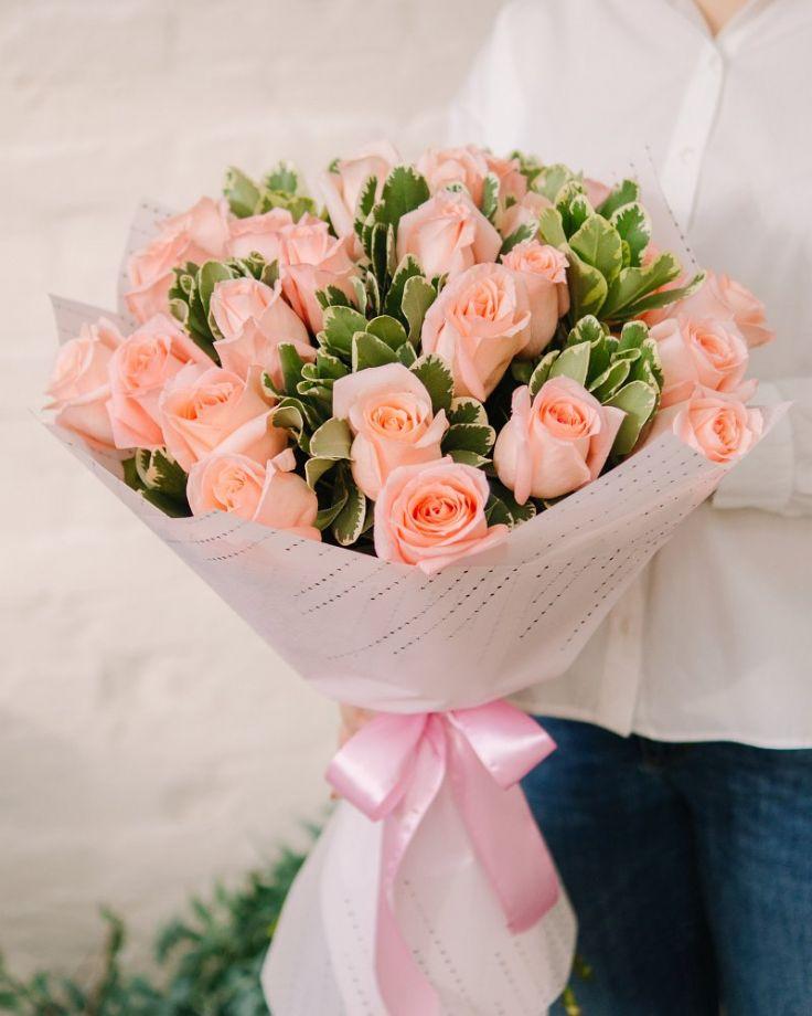 """Букет цветов из 25 роз """"Ангажемент Декор"""""""