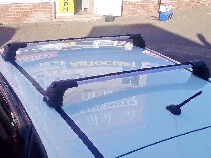 Багажник на крышу Hyundai Solaris 2011-17, hatchback, Turtle Air 3, аэродинамические дуги в штатные места (серебристый цвет)