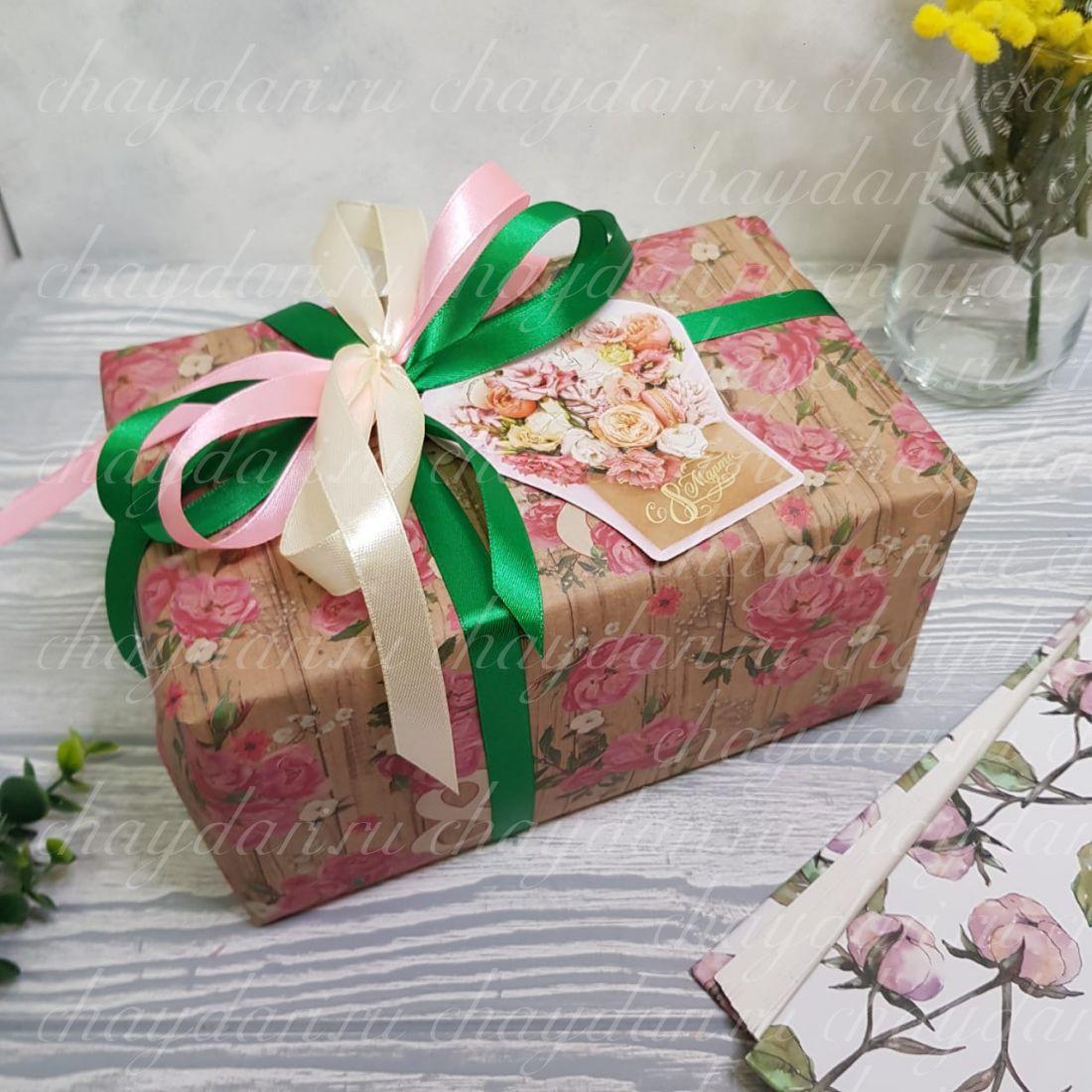 """Коробка с чаем и сладостями """"Корзинка роз"""""""