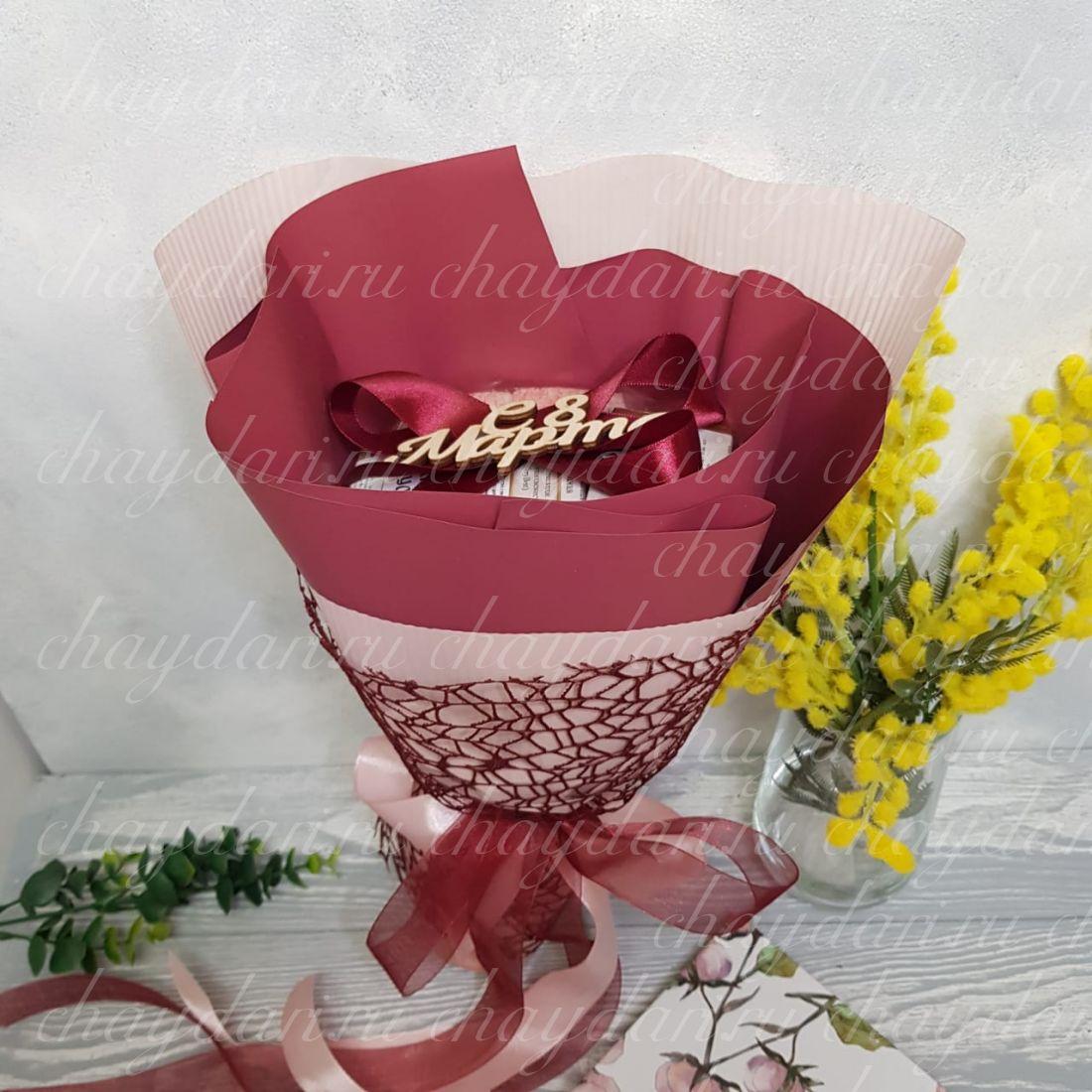 """Букет из чая и сладостей """"С праздником весны"""""""