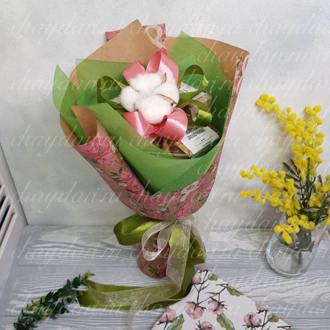 """Букет из чая, кофе и сладостей """"8 марта в розах"""""""