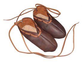 Цельнокроенные ботинки Тип III