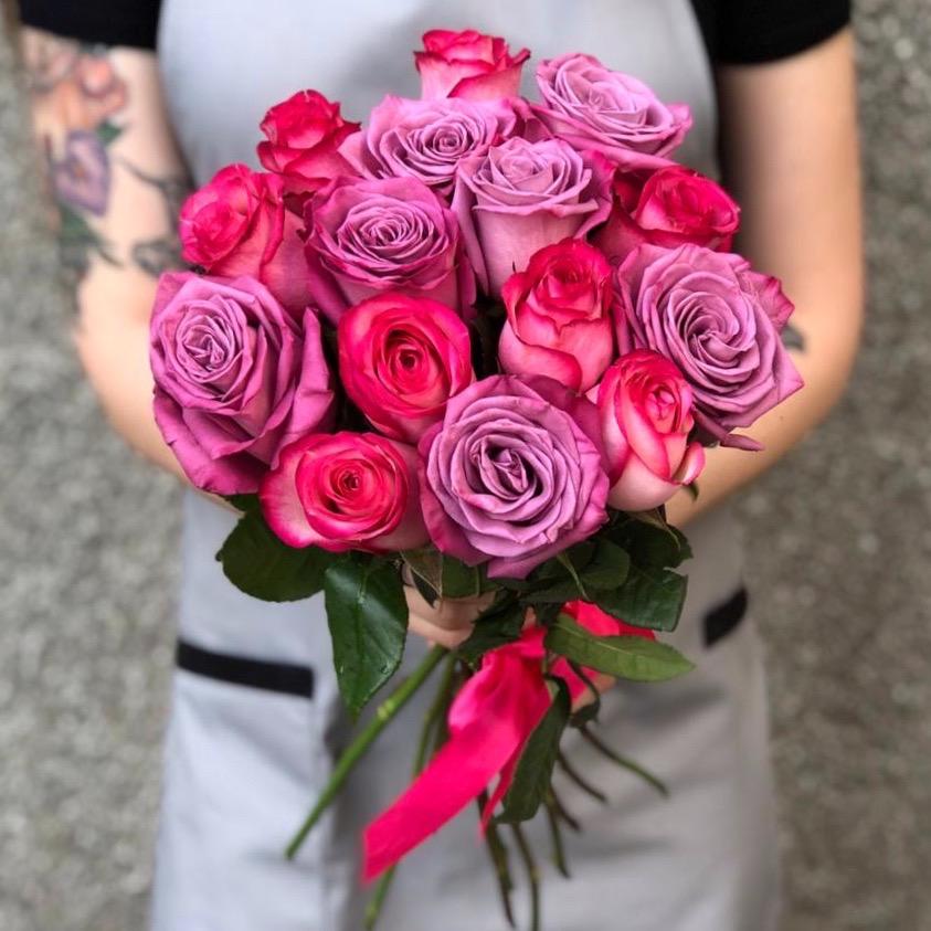15 розово-сиреневых роз 50 см