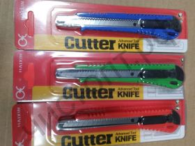 Нож канцелярский 9 мм с фиксатором цветной блистер