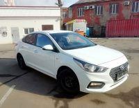 Прокат авто Hyundai Solaris 2019г. белого цвета в Москве с доставкой к вашему дому или офису.