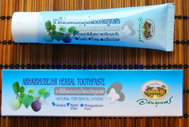 Коричневая зубная паста с мангостином Абхай 100 гр