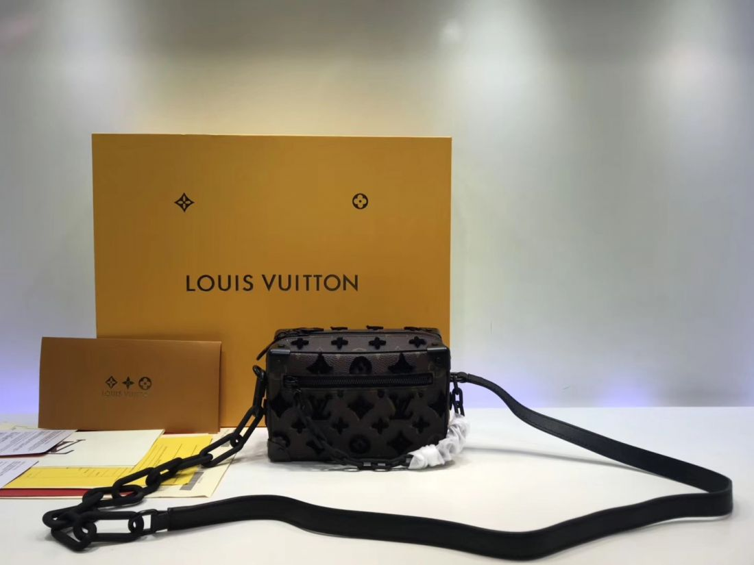 Клатч Louis Vuitton Mini Soft Trunk