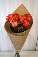 7 роз - Игуана в крафт бумаге (60 см)
