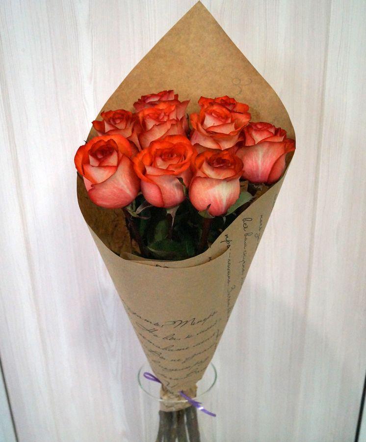 9 роз - Игуана в крафт бумаге (60 см)