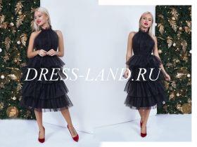 Черное коктейльное платье с чокером
