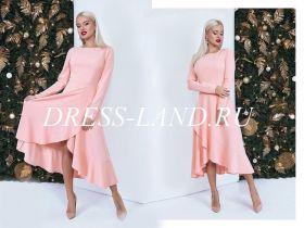 Элегантное платье пудрового цвета с расклешенной юбкой