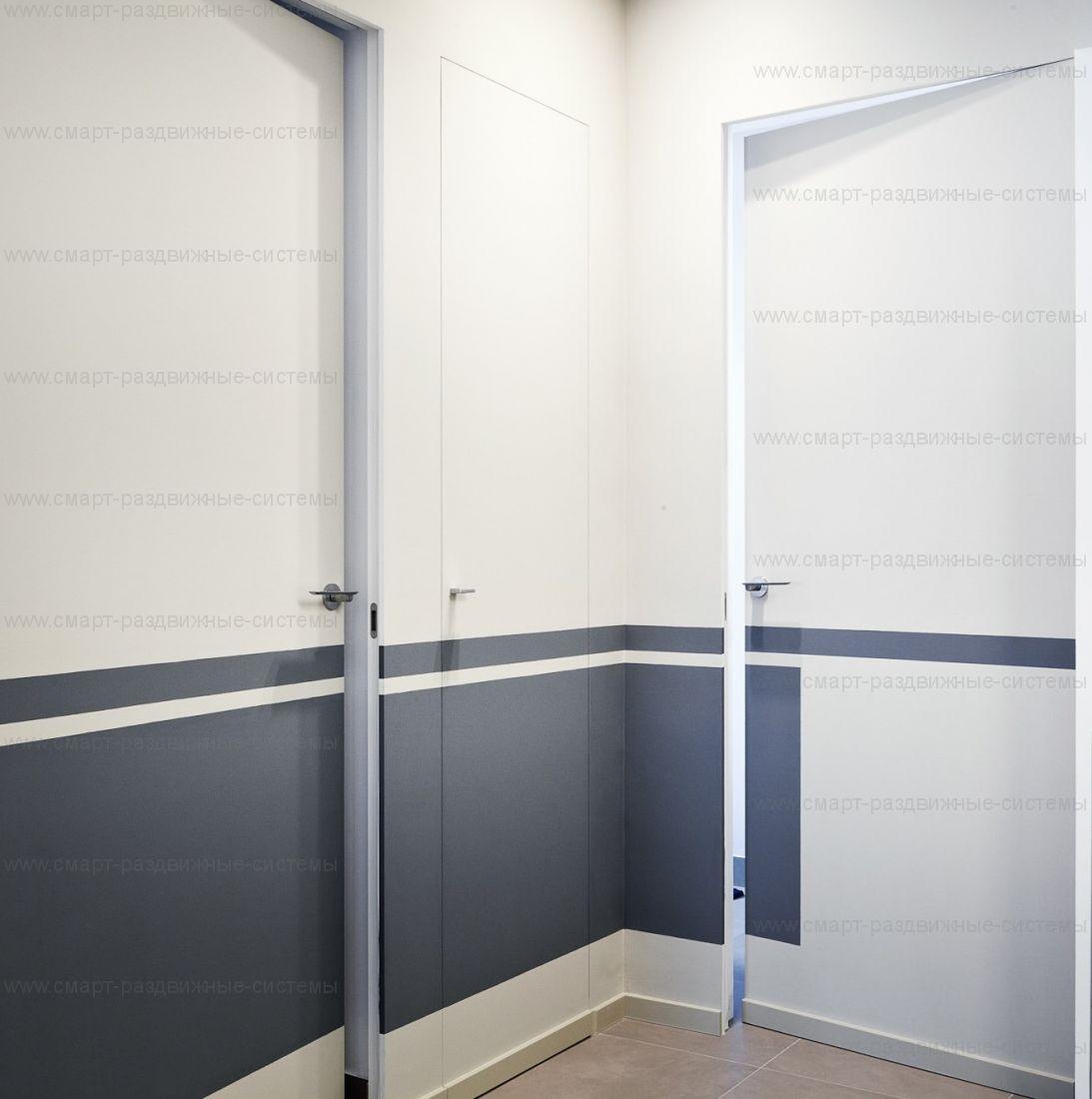 Дверь-невидимка Invisible скрытого монтажа с полотном по шкале RAL ВНУТРЕННЕГО открывания. Высота от 2400 до 3000