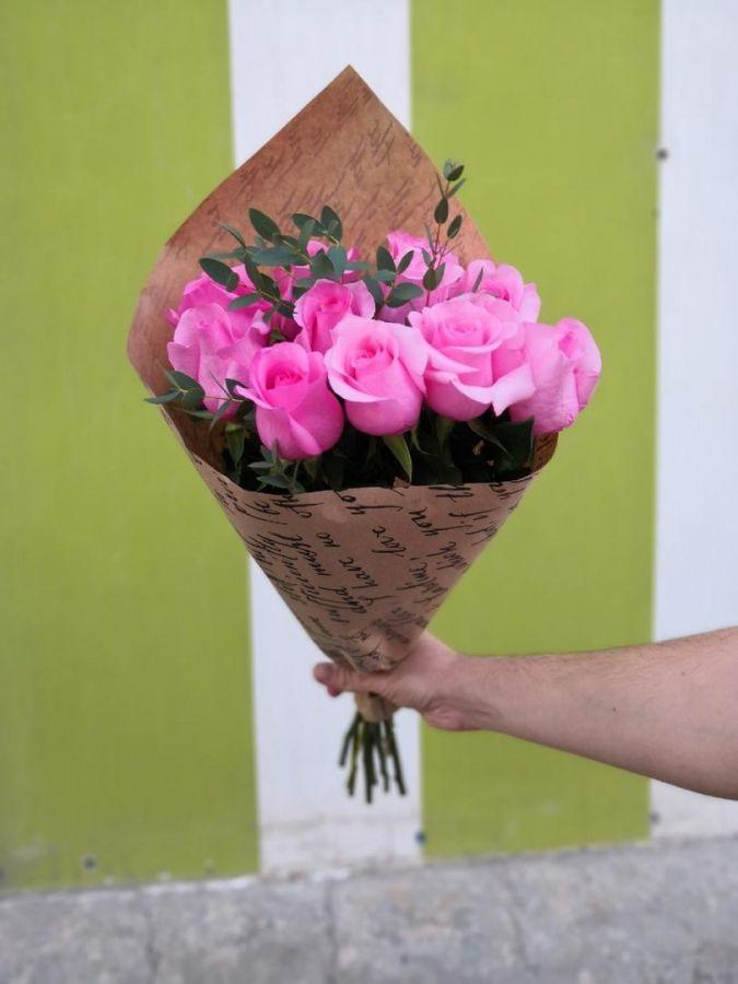 11 розовых роз в крафт бумаге (60 см)