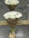 Букет из 15 хризантем белых в авторской упаковке