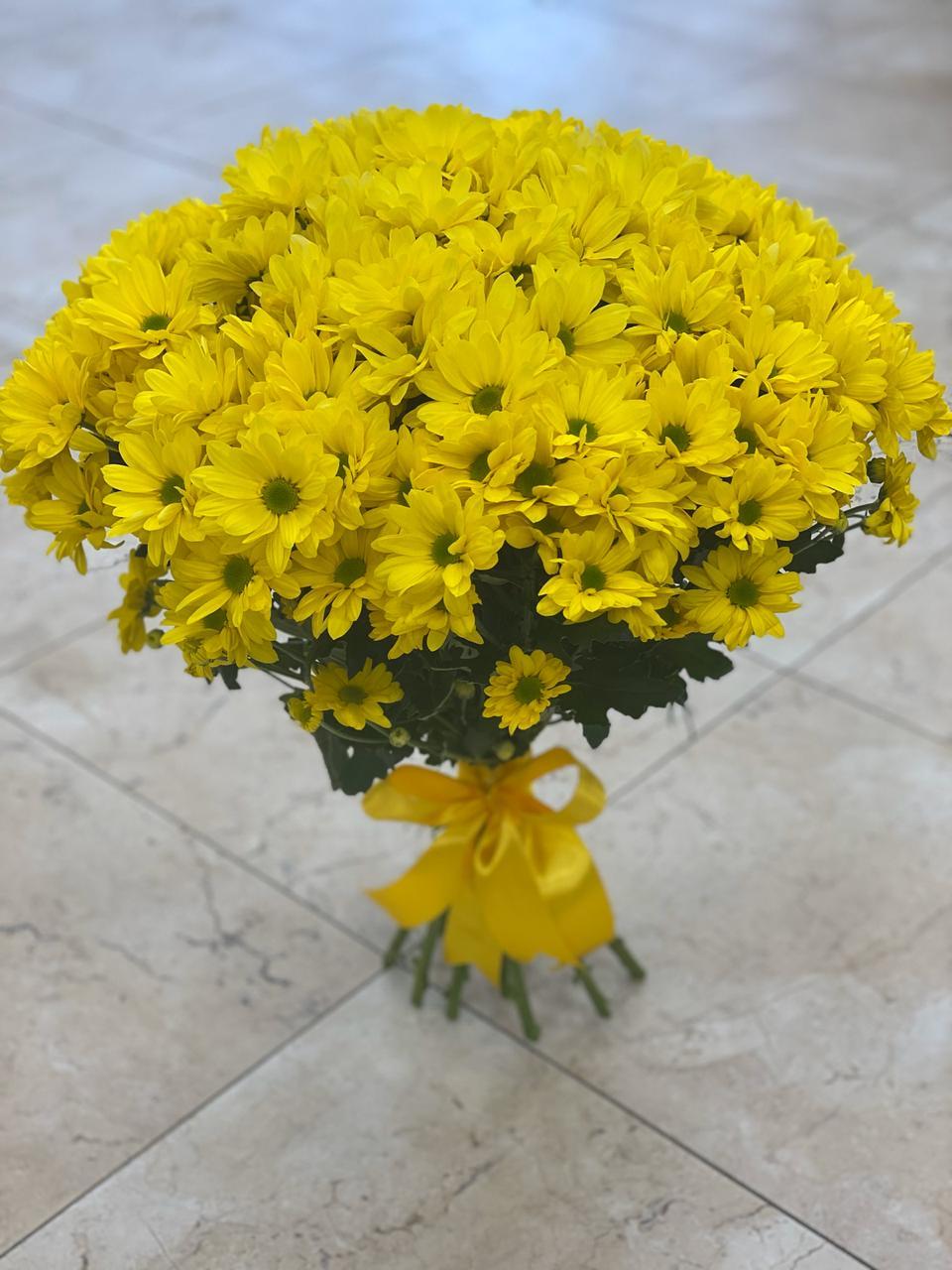 Букет из 15 хризантем кустовых жёлтых