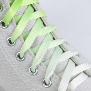 Шнурки для обуви «Амбре», пара, плоские, 8 мм, 100 см, цвет салатовый/белый